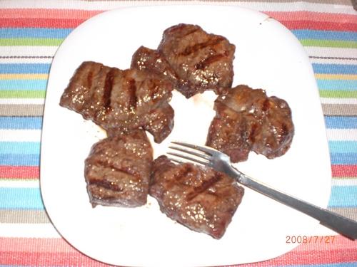 BBQのお肉を上手に仕上げるコツは、焼き上がり後に少し休ませることです